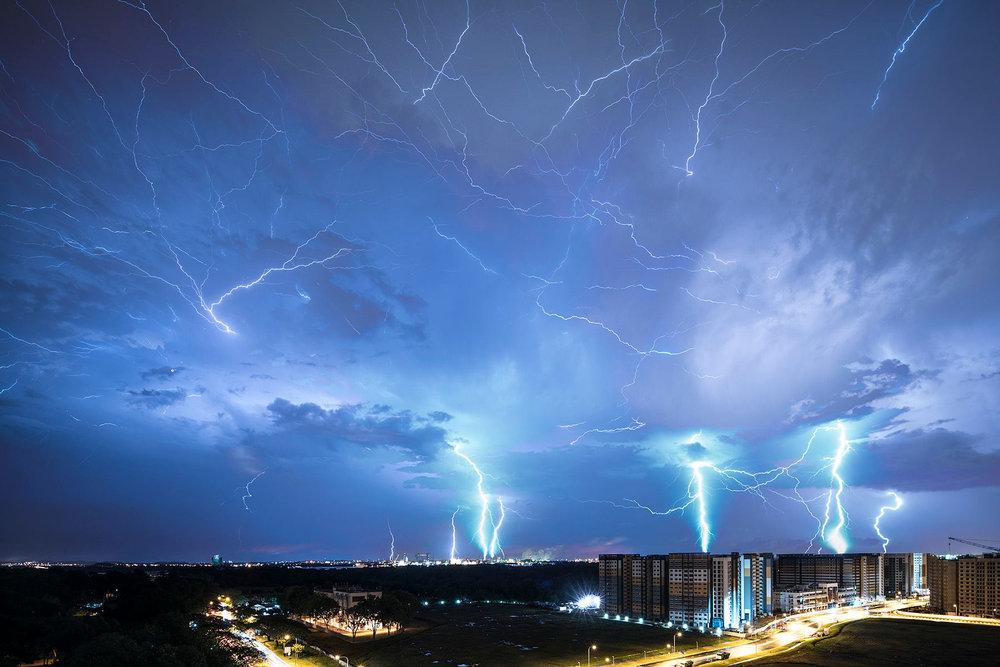 Lightning Photo by Singaporean Photographer goes Viral